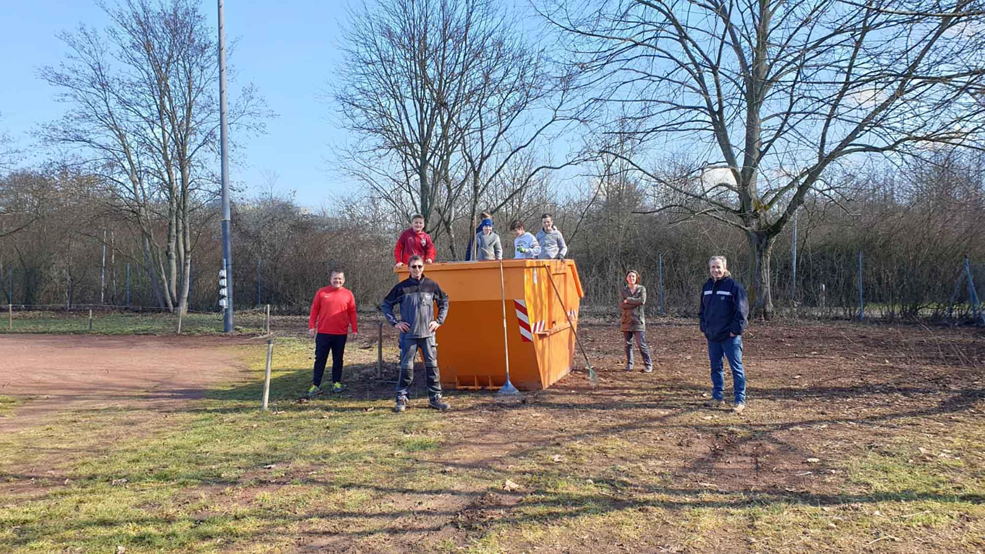 D1-Aufraeumaktion beim TuS Hochheim Worms